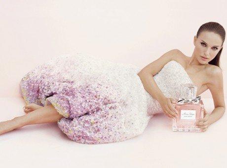 Beaute-Natalie-Portman-voit-la-vie-en-rose-avec-Dior-!_paysage_460x380